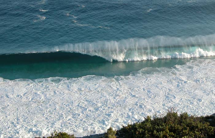 Spectacular surf below Hidden Valley with an offshore wind prevailing