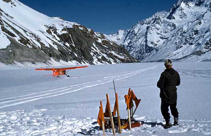 Upper Tasman Glacier 1959:  The Beaver taking off downslope.  Graeme Derby watching.