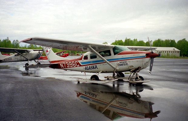 The Hudson Air Cessna 206 skiplane at Talkeetna airport